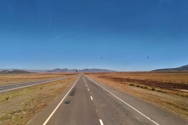 Viagem de ônibus entre Santa Cruz de la Sierra e La Paz, na Bolívia.